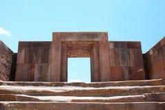 Kalasasaya寺庙门  蒂亚瓦纳科考古学站点 流星锤 免版税库存图片