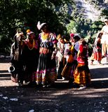 Kalash全国服装的部落妇女画象在Joshi费斯特Bumburet, Kunar,巴基斯坦 库存照片
