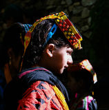 Kalash全国服装的部落妇女画象在Joshi费斯特Bumburet, Kunar,巴基斯坦 免版税库存照片