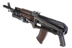 Kalashnikov AK 74 com o lançador de granadas GP25 isolado no branco Imagem de Stock