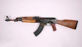 Kalashnikov tagliato via Immagini Stock