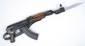 Kalashnikov tedesco della Germania Est AK47 con la baionetta Fotografie Stock Libere da Diritti