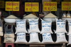 KALASIN PROVINCIE, THAILAND - 28 AUGUSTUS: Rijstwinkel op 27 Augustus, 2015 binnen Stock Fotografie