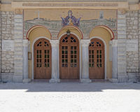 Kalavryta,希腊,圣母玛丽亚教会的做法的入口 免版税图库摄影