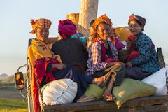 KALAW, MYANMAR - NOVEMBER 28, 2014: many peasants in Burmese tra stock photography