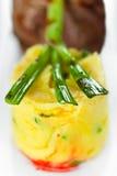 Kalbfleisch mit gestampfter grüner Zwiebel der Kartoffeln Lizenzfreies Stockfoto