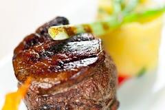 Kalbfleisch mit gestampfter grüner Zwiebel der Kartoffeln Lizenzfreies Stockbild