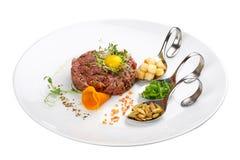 Kalbfleisch-Weinstein auf einer weißen Platte lizenzfreies stockfoto