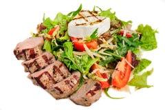 Kalbfleischfleisch mit Frischgemüsesalat Lizenzfreies Stockbild