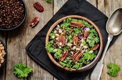 Kale pecan białych fasoli soczewicy sałatkowe Fotografia Stock