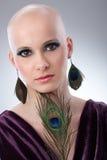 Kale vrouw met pauwpluim royalty-vrije stock foto