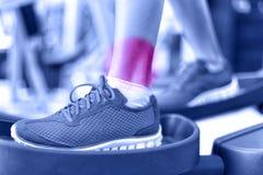 Kaleczenie kostki - ból powodować sprawność fizyczna urazem obrazy royalty free