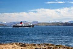 Kaledoński MacBrayne prom w dźwięku Rozmyślam, Wewnętrzny Hebrides, Zdjęcie Stock