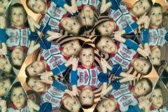 kaleidoscope Абстрактный монтаж красивого мальчика Ребенок в Caleidoscope стоковые фотографии rf