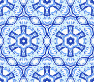 Kalejdoskopiskt ljus - blå blommaprydnad Arkivbild
