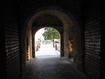 Kalemegdan-Tor in Belgrad auf Sommer stockbild
