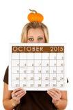2015 kalendarz: Kobieta Przygotowywająca Dla spadku Października sezonu Fotografia Stock