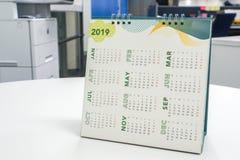 2019 kalendarz na biurowym biurku Zdjęcia Stock