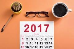 2017 kalendarz na biurowym biurku Zdjęcia Royalty Free