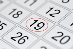Kalendarz, ocena dzień tygodnia, data w czerwonym okręgu, notatka, scheduler, notatka, save datę, 19 obraz royalty free