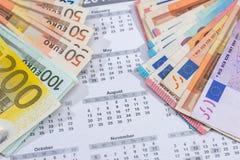 kalendarz z euro rachunkami z kalkulatora piórem Zdjęcie Royalty Free