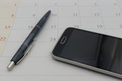 Kalendarzowa data i telefon w biznesowym pojęciu Zdjęcie Royalty Free