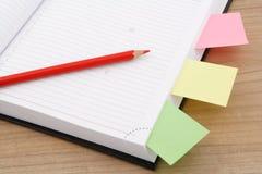Kalendarzowa strona z czerwonym ołówkiem Fotografia Stock