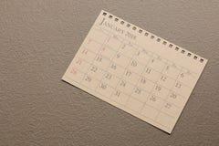 Kalendarzowy planista lub 2018 Stycznia rozkład przygotowania na rocznika papieru tle Zdjęcie Stock