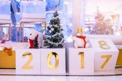 Kalenderändring till 2018 Atmosfärisk jul och garnering för nytt år arkivfoton