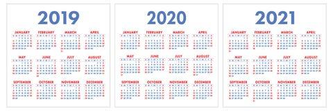 Kalender 2019, 2020, 2021 år Färgrik uppsättning Veckastarter på Su royaltyfri fotografi