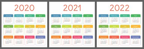 Kalender 2020, 2021, 2022 år Vertikal mall för vektorkalenderdesign Färgrik uppsättning Veckastarter på söndag stock illustrationer