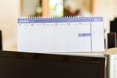 Kalender auf Computerkasten Stockbilder