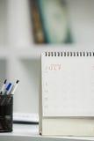 Kalender auf Schreibtisch Lizenzfreie Stockbilder