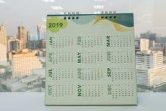Kalender 2019 auf Schreibtisch für Unternehmensplanung Lizenzfreie Stockbilder