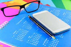 Kalender av 2016 på blå bakgrund Arkivfoto