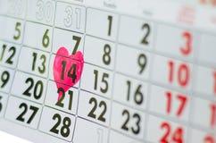 Kalender dag för St-valentin` s med hjärta Arkivfoton