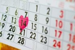 Kalender dag för St-valentin` s med hjärta Fotografering för Bildbyråer