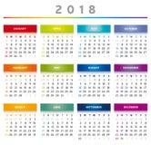 Kalender 2018 in den Regenbogen-Farben - Englisch Lizenzfreie Stockfotos