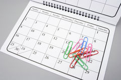 Kalender en Paperclippen Royalty-vrije Stock Foto's