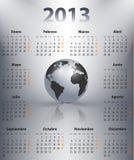 Kalender för 2013 i spanjor med jordklotet Arkivbilder
