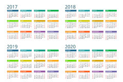 Kalender för 2017, 2018, 2019, 2020 Veckan startar söndag Enkel vektordesign Arkivbild
