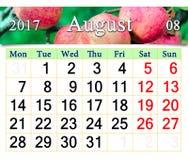 Kalender für August 2017-Jahr mit Äpfeln Stockbild
