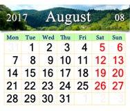 Kalender für August 2017 mit Gebirgsfluss Stockbild