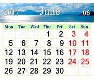 Kalender für Juni 2017 mit Meer und Berg Lizenzfreie Stockfotos