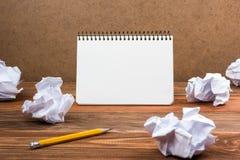 Kalender, ideenotitieboekje, Wit leeg document blocnoteboek op kantoor worplace De ruimte van het exemplaar Royalty-vrije Stock Fotografie