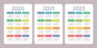 Kalender 2020, 2021, 2022 jaar Verticale vectorkalenderontwerpsjabloon Kleurrijke Reeks Het begin van de week op Zondag stock illustratie