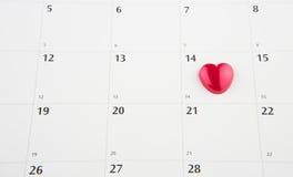 Kalender med den Valentine Heart Shape droppen Royaltyfri Fotografi