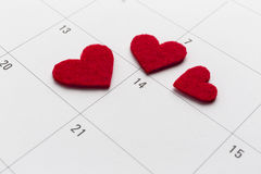 Kalender med tydlig 14th valentindaghjärta Arkivfoto