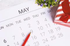 Kalender met giftdoos Stock Fotografie