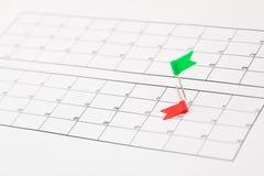 Kalender met kleurenspelden Royalty-vrije Stock Fotografie